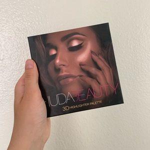 Huda Beauty 3D Highlighter Palette EUC